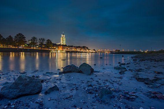 Deventer gezien vanaf de IJssel van michel Knikker