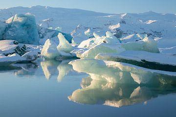Jökulsárlón, gletsjermeer in IJsland van Melissa Peltenburg