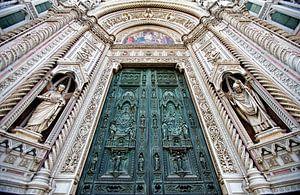 De deuren van de Duomo van