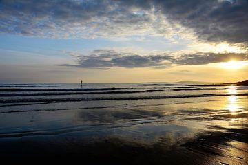 Zonsondergang op het strand van Susanne Deinhardt