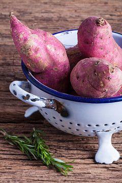 Stilleven van zoete aardappelen van Henny Brouwers