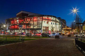 Theater Deventer Theater in der abendlichen Hauptverkehrszeit von VOSbeeld fotografie