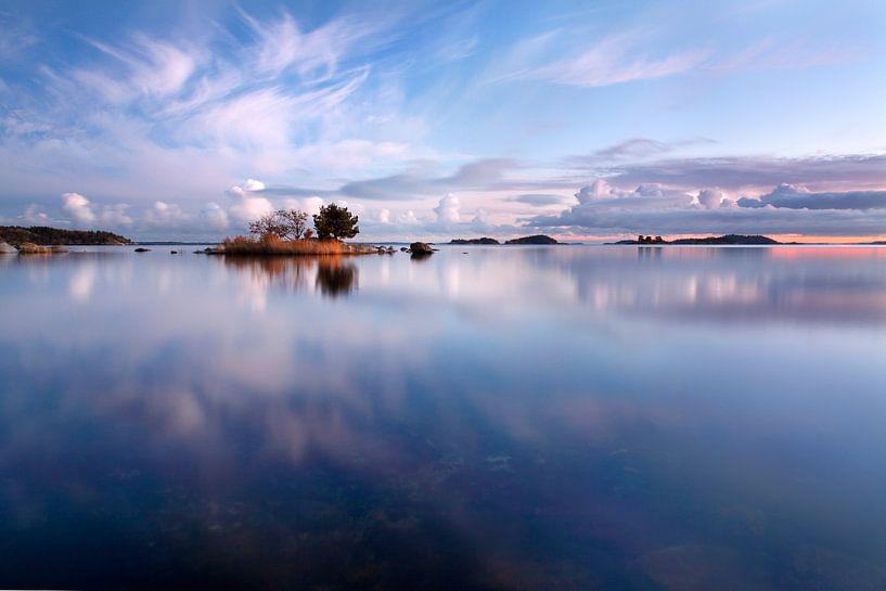 Weerspiegeling in de zee van Mark Leeman