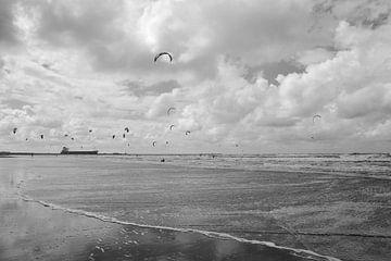 Kitesurfer in Wijk aan Zee von Christa Stroo fotografie