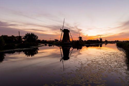 Windmolens bij Kinderdijk bij zonsondergang