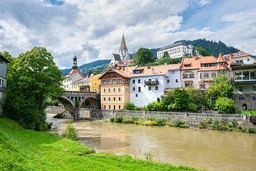 Blick auf die historische Stadt Murau in den österreichischen Alpen von Menno van der Haven