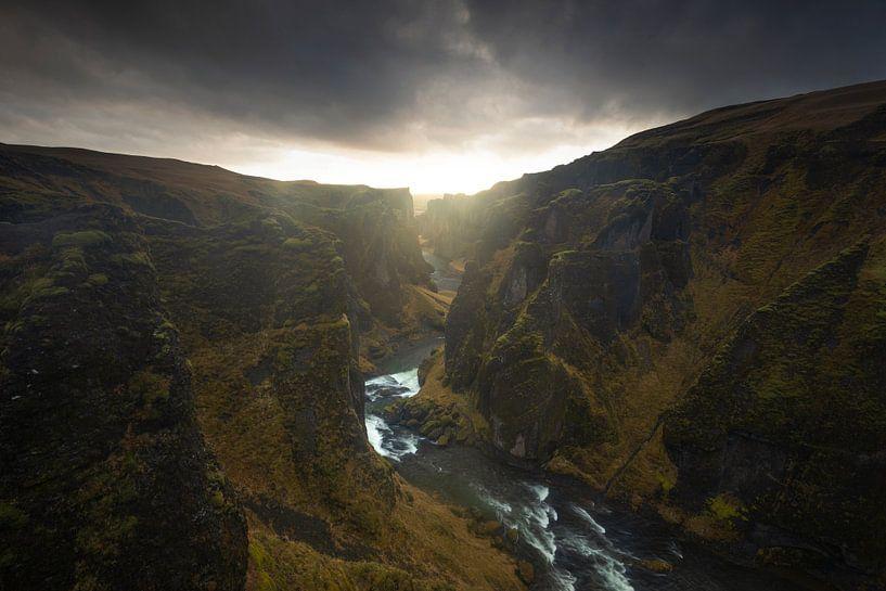 Fjaðrárgljúfur, IJsland von Sven Broeckx