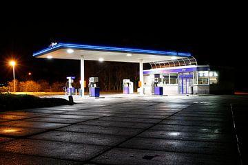 Avondfotografie tankstation van Liesbeth van Asseldonk