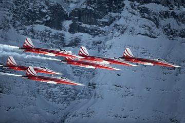 La Patrouille Suisse s'installe devant le massif de l'Eiger sur Martin Boschhuizen