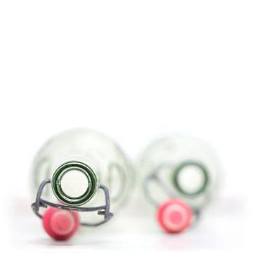 Leeg paar ... (fles, wit, minimal) van Bob Daalder