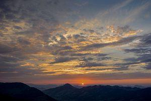 Zonsondergang in de Alpen van