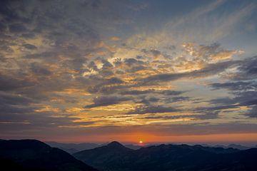 Zonsondergang in de Alpen van Philippos Kloukas