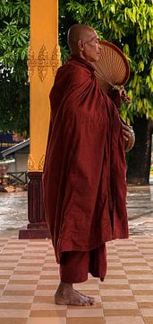 Myanmar: Monnik bij Kyaikpun pagode (Bago Township) van Maarten Verhees