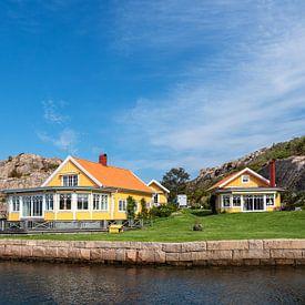 Bâtiment sur une île de l'archipel en face de la ville de Fjällbacka en Suède sur Rico Ködder