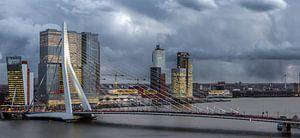 Skyline Rotterdam met storm van