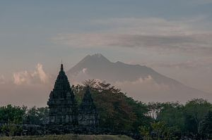 Hindu tempel voor de Merapi