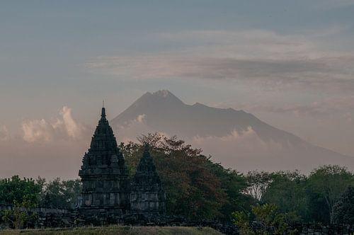 Hindu tempel voor de Merapi van