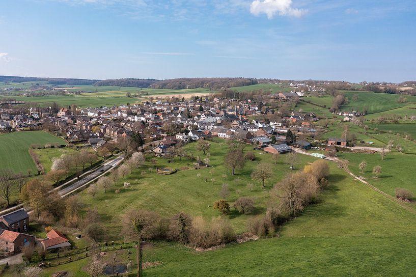Luchtfoto van Epen in Zuid-Limburg van John Kreukniet
