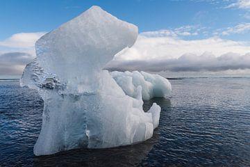 Groot ijsblok op IJsland van Daan Kloeg