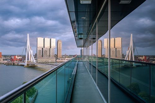 Uitzicht vanaf het Inntel Hotel in Rotterdam op de Erasmusbrug