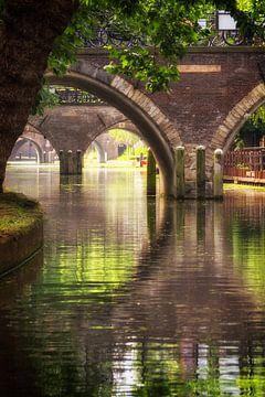 Zicht op de Hamburgerbrug, de Weesbrug, Smeebrug, Geertebrug en Vollersbrug in Utrecht. van De Utrechtse Grachten