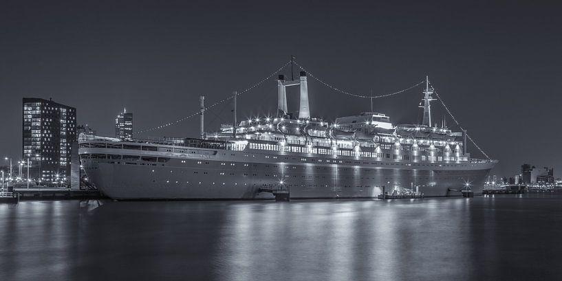 Het SS Rotterdam in Rotterdam in de avond - 1 van Tux Photography