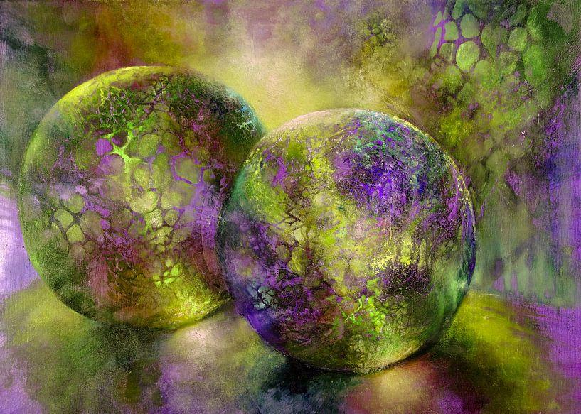 Kleine Kostbarkeiten - Glaskugeln im Licht mit gelb und violett von Annette Schmucker
