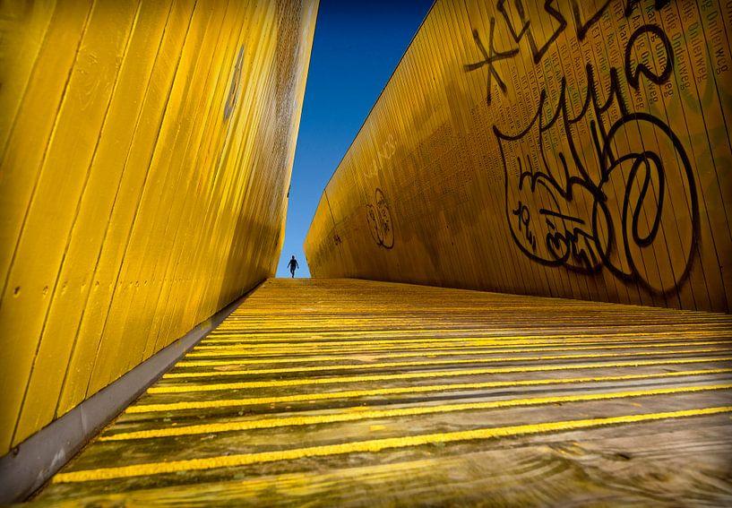 Gele trap met mens van Marcel van Balken