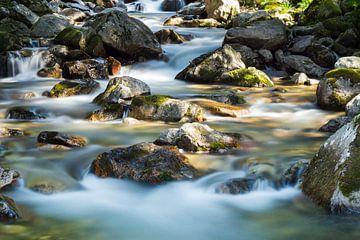 Watervalletjes in een bergrivier van Kris Christiaens