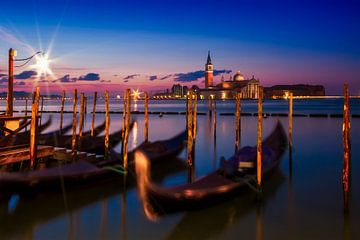 VENICE San Giorgio Maggiore during Blue Hour van Melanie Viola