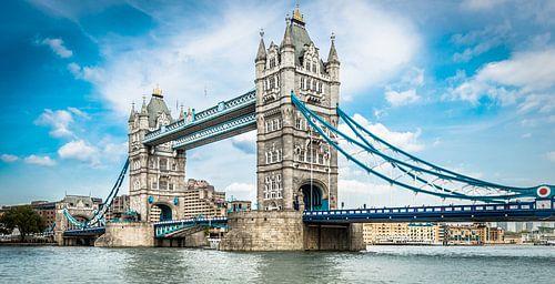 London Tower Bridge van davis davis