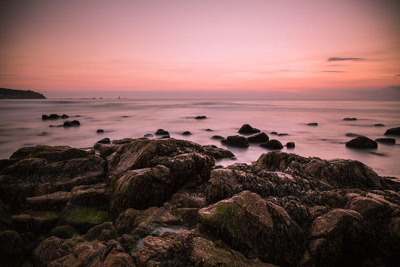 Zonsopkomst kust Zuid-Engeland van Anneke Hooijer