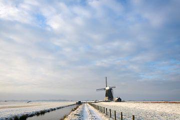 Paysage d'hiver minimaliste avec moulin à vent aux Pays-Bas sur iPics Photography