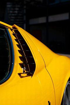 Lamborghini Miura sportwagen detail in helder geel van Sjoerd van der Wal