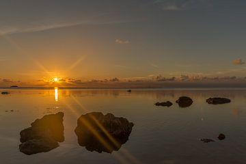Zonnestraaltje bij de zee. van Erik de Rijk