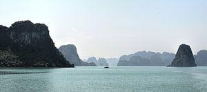 Panorama van Krijtrotsen in Halong Bay