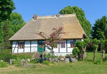 das alte Schulhaus von Middelhagen von Peter Eckert