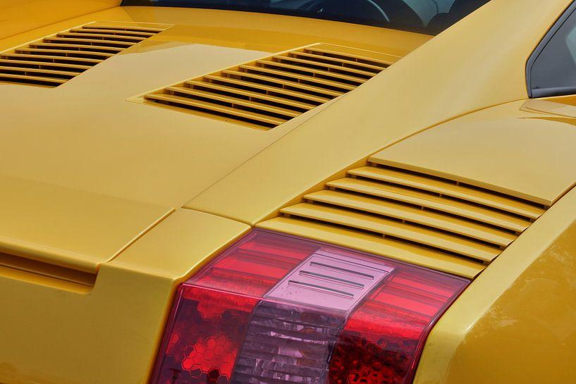 Close-up van een gele Lamborghini Gallardo. van Xander Verweij