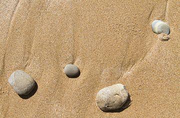 Stenen op het strand van Johan Zwarthoed