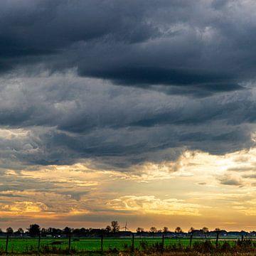 Bedrohliche Wolken über Birstum von Jakob Huizen van