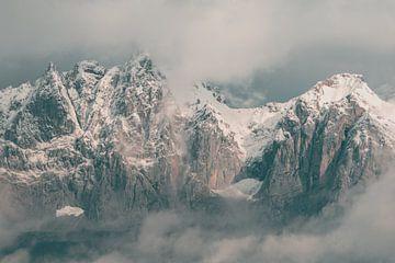 Mysterieuze Wolken rond de Wilder Kaiser Bergketen van Sophia Eerden