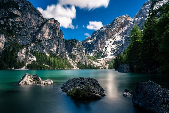 De Pragser Wildsee (Lago di Braies) in de Italiaanse Dolomieten.
