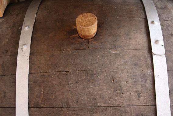 Close up van oud wijnvat met kurkdop