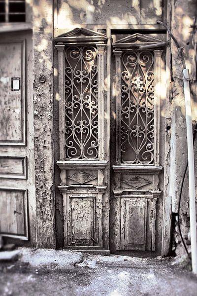 Alte weiße Türen von Dick Carlier