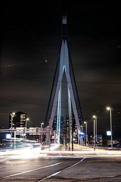 Die Erasmusbrücke von der Südseite aus gesehen. (Portrait) von Eric de Jong