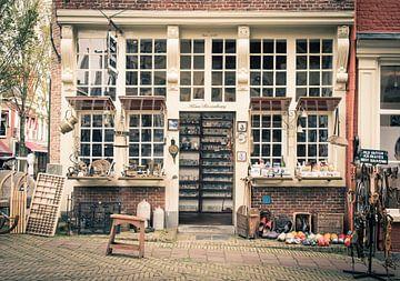 Koos Rozenburg, antiekwinkel, Delft van