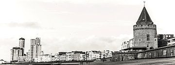 Panoramafoto met de Gevangentoren, de Sardijntoren en de boulevard van Vlissingen (Zeeland) (zwart-w