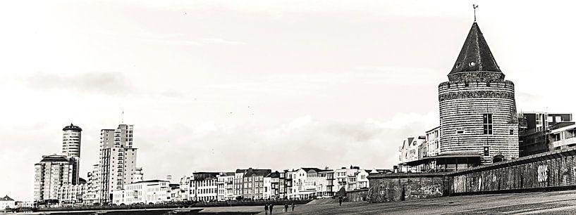 Panoramafoto met de Gevangentoren, de Sardijntoren en de boulevard van Vlissingen (Zeeland) (zwart-w van Fotografie Jeronimo