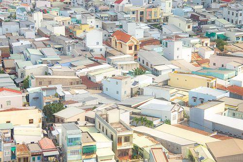 Daken van huizen als puzzelstukjes in  Can Tho, Vietnam