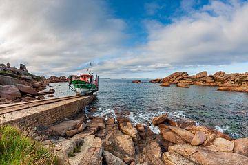 """Das Rettungsboot """"President Toutain"""" fährt in der Bretagne in Ploumanac'h aus. von Evert Jan Luchies"""